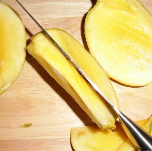 hilfe wie komme ich an das gute einer mango biologisch. Black Bedroom Furniture Sets. Home Design Ideas