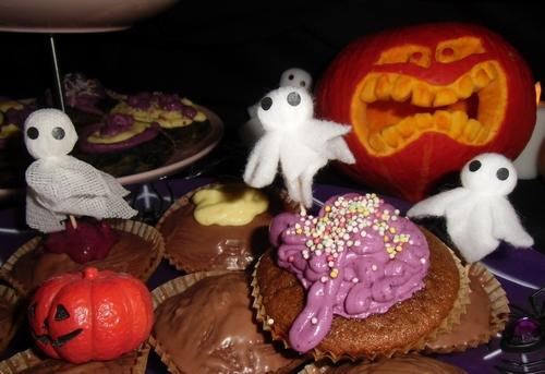 halloween cupcakes anleitung halloween k rbis biologisch lecker. Black Bedroom Furniture Sets. Home Design Ideas
