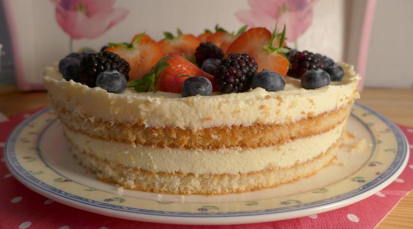 Torte mit Beeren und Frischkäse Frosting - Naked Cake